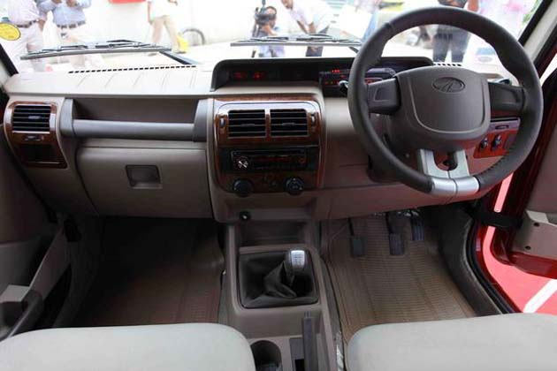 2011 Mahindra Bolero m2DiCR interior