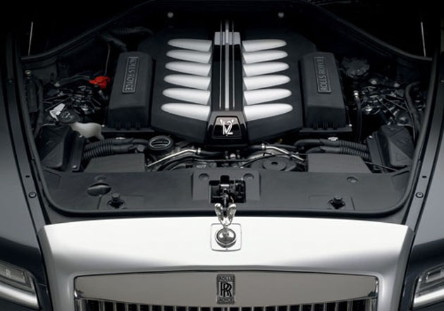 Rolls Royce Ghost extended wheelbase engine