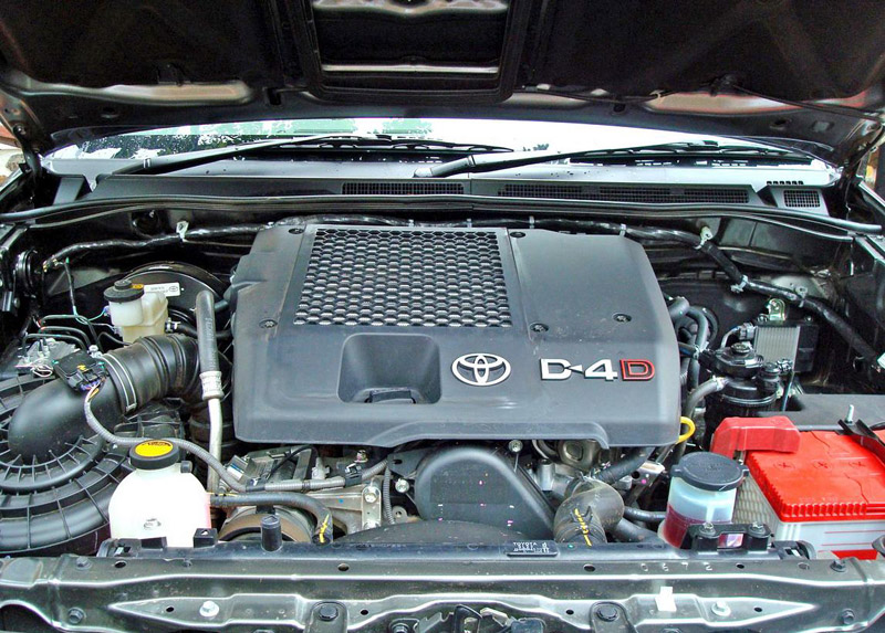 2012 Toyota Fortuner engine