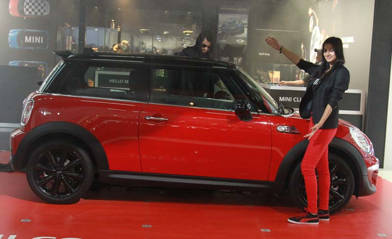 BMW Mini gets more than 100 bookings in just a week