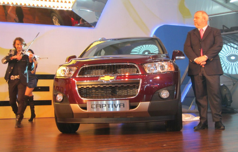 Chevrolet Tavera Neo and facelifted Chevrolet Captiva unveiled by GM