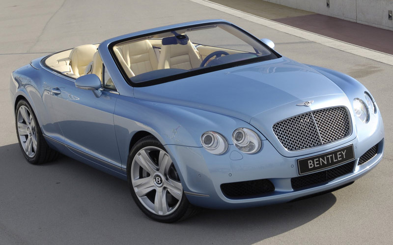 New Bentley Continental GTC grabs eyeballs in Qatar