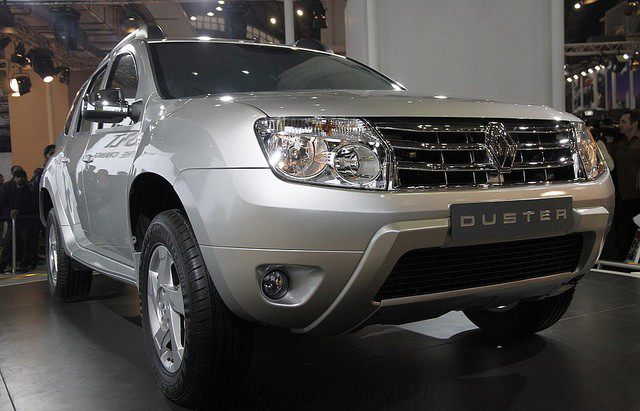 Renault Duster SUV makes its public appearance at the Auto Expo