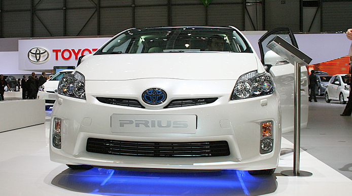 Toyota Prius launched - Rs.27.3 Lakh price set