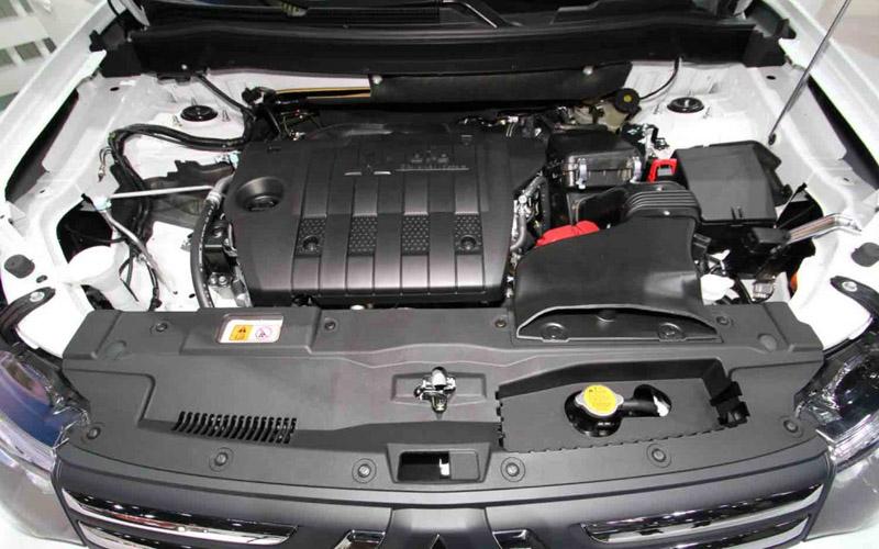 2012 Mitsubishi Outlander engine