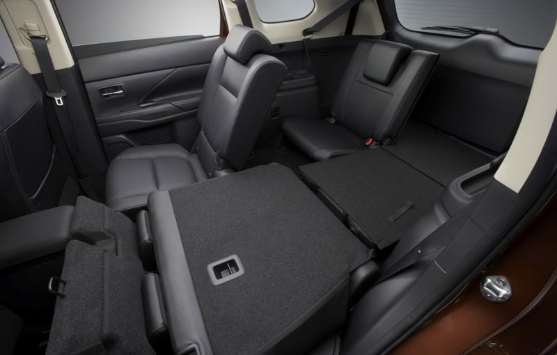 2012 Mitsubishi Outlander interior