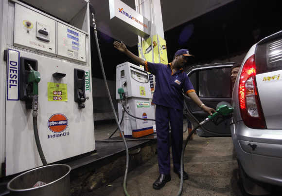 Budget 2012: LPG, CNG, Cars become costlier in Maharashtra