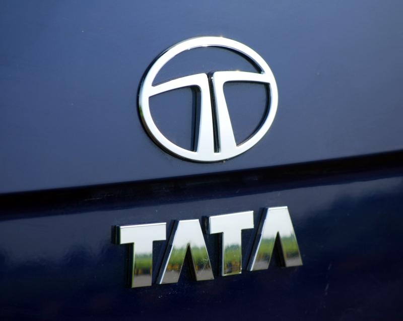 Tata Motors places bid for Saab Automobile