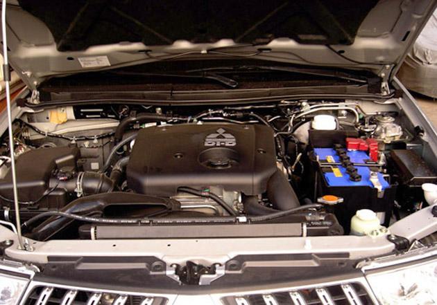 Mitsubishi Montero 2012 engine