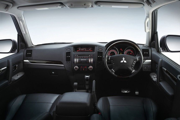 Mitsubishi Montero 2012 interior