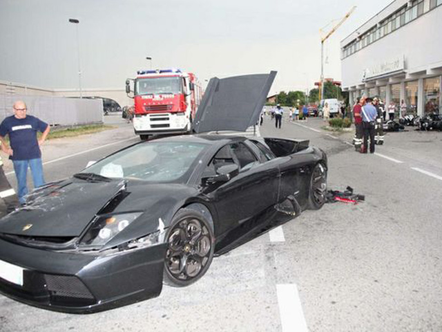 Lamborghini crashed into the BMW dealership with a huge loss for both the Murcielago and the bike dealer with no damage to the driver, passenger and dealer.