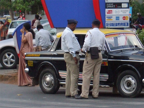 Mumbai Police unveils real time traffic route system