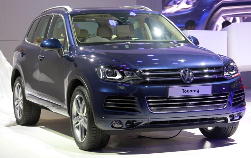 Volkswagen cuts cake on the 10th birthday of Touareg