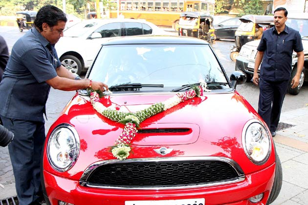 Abhishek Bachchan gifts Mini Cooper S to Aaradhya on her First B'day