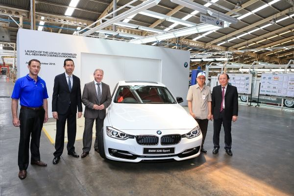 BMW ready to roll out base 320i petrol option