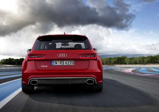 Audi RS 6 Avant Plus Back View