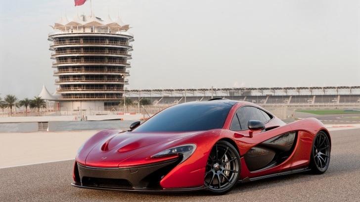McLaren P1 Debuts in Bahrain