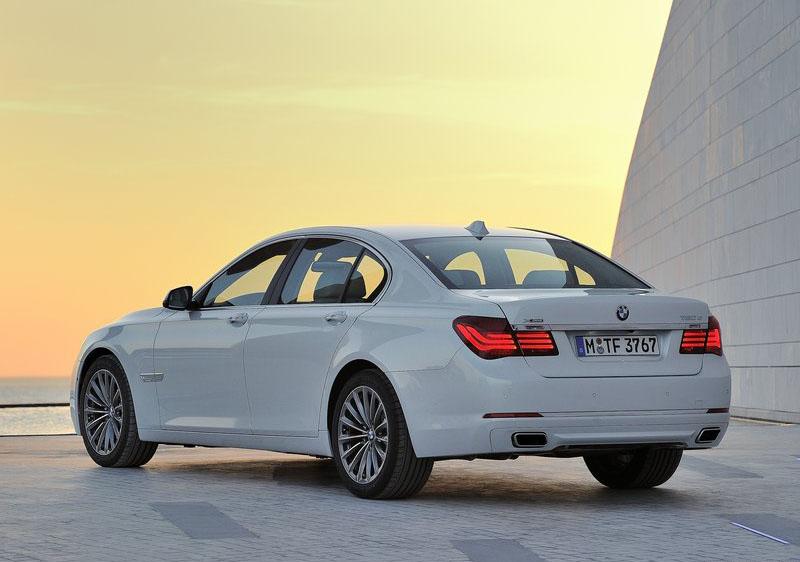 2013 BMW 7 Series LCI Back View