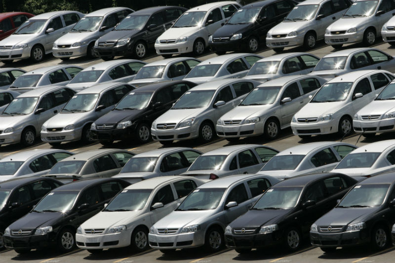 Auto industry seeking rate cuts to revive sales