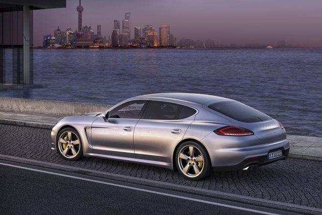 2014 Porsche Panamera Facelift Back View