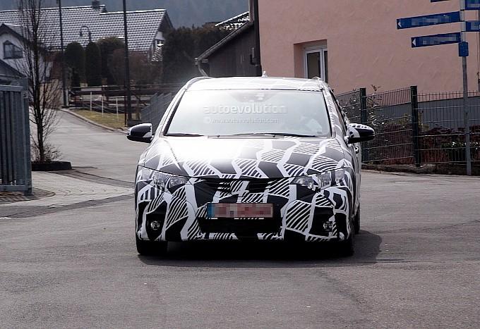 Honda Civic Tourer Spied