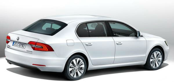 Skoda Superb facelift Back View
