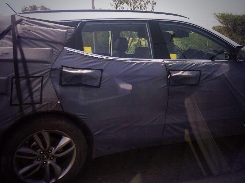 New Generation Hyundai Santa Fe spotted Testing