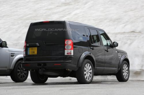 2014 Land Rover Discovery facelift Back View