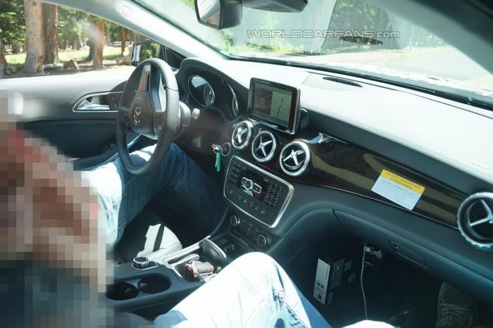 2014 Mercedes-Benz GLA spy photos