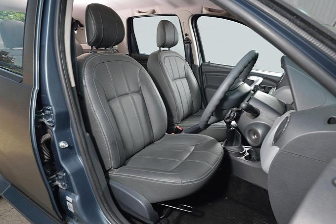 Dacia Duster Black Edition Interiors