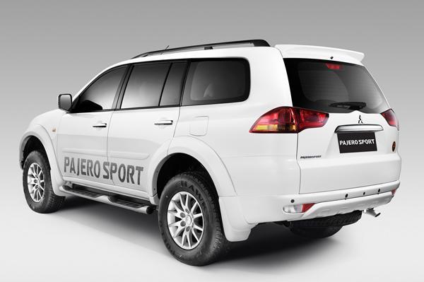 Mitsubishi Pajero Sport Back View