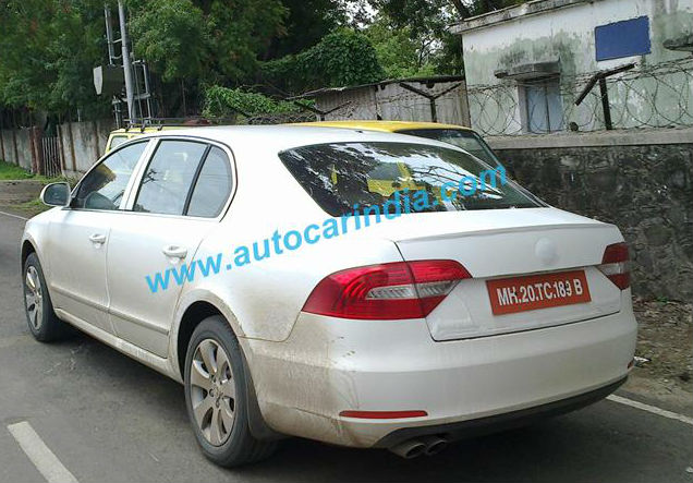 Skoda Superb Facelift Spied Testing