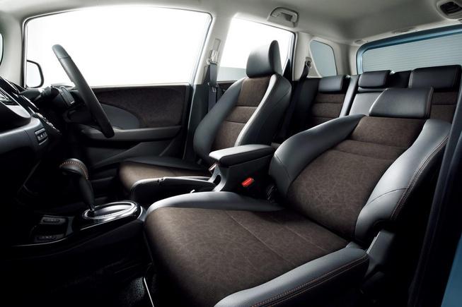 2014 Honda Fit Shuttle facelift Interiors