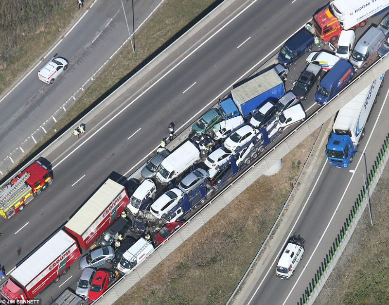 100 cars crashed during an accident in UK
