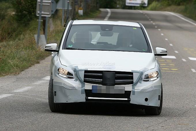 2013 Mercedes Benz B Class facelift Spy Shots