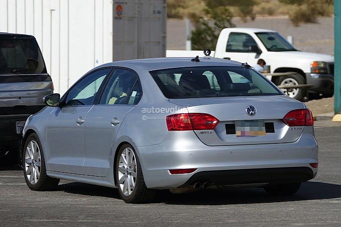 2015 Volkswagen Jetta Facelift Spyshots Back View