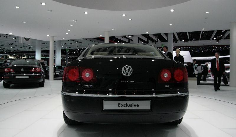 Volkswagen Phaeton Exclusive Back View