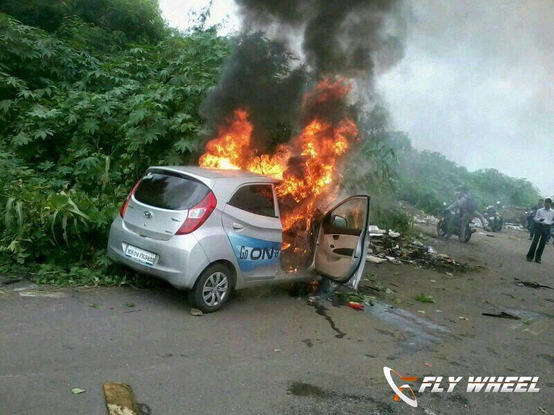 Hyundai Eon caught fire in Mumbai
