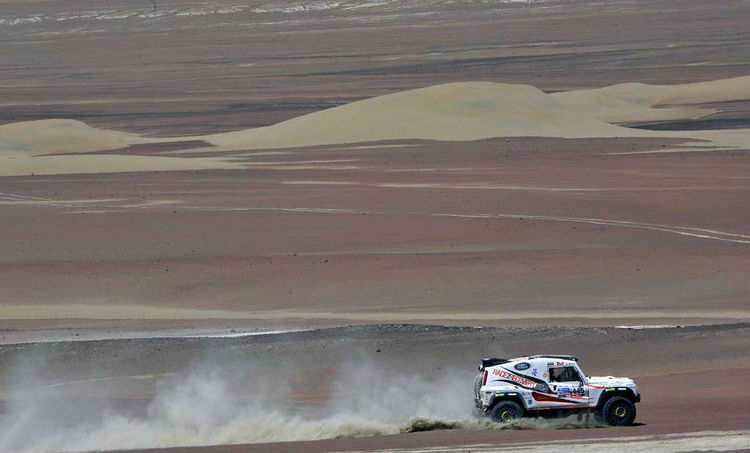 Land Rover Continues Support for Race2Recovery's 2014 Dakar