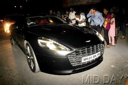 Aston Martin Rapide accident in Mumbai