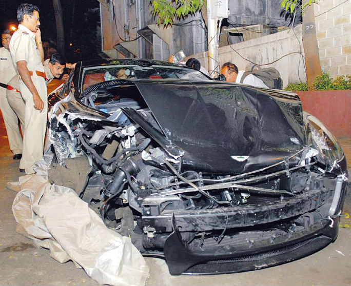Aston Martin Rapide worth Rs. 4.5 crore crashed