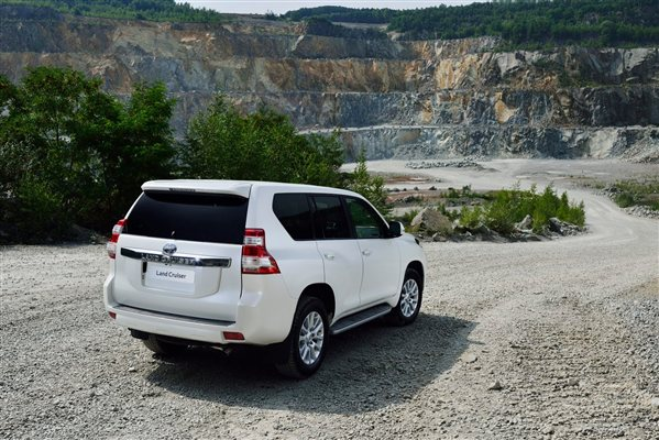 Toyota Land Cruiser Prado Back View