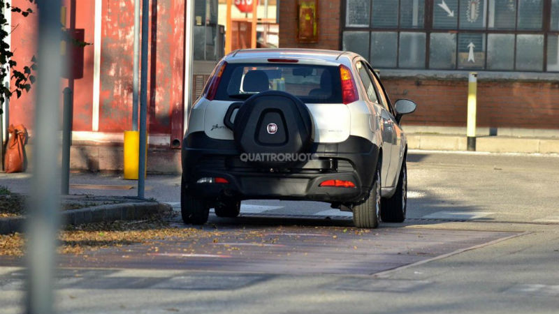 Fiat Punto Adventure (Punto Cross) spied testing