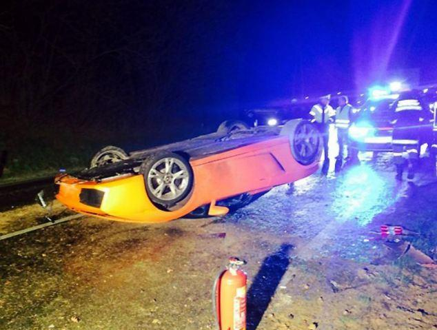 Lamborghini Gallardo Spyder flipped upside down by mechanic in Austria