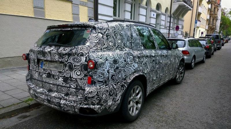 BMW X7 rear spyshot