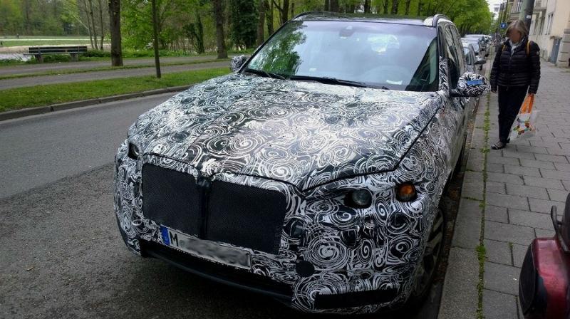 New BMW X7 rear spyshot