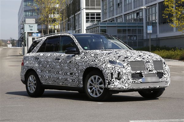 Redesigned Mercedes-Benz ML Spied