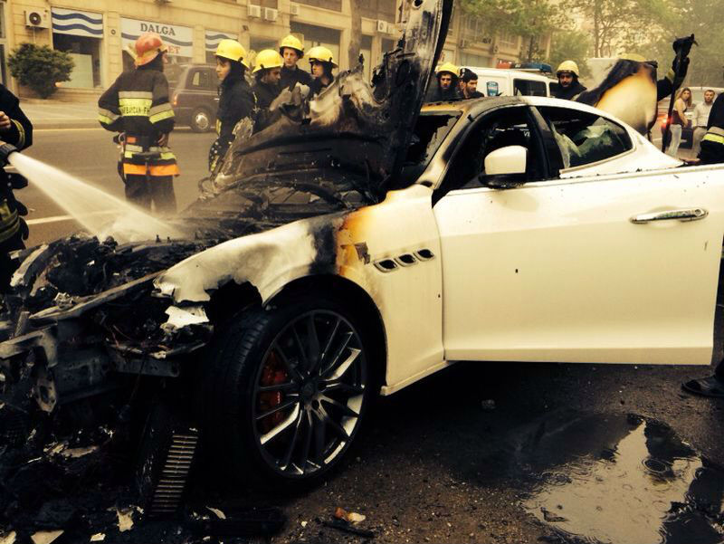 Maserati Quattroporte Catches Fire in Azerbaijan