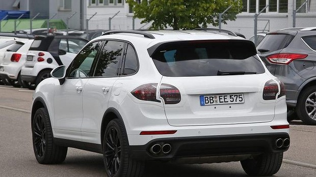 Porsche Cayenne Facelift Spied Back View