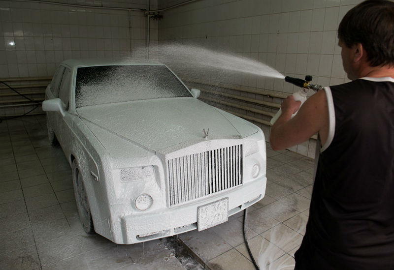 Kazakhstan Mechanic Turns Old Mercedes Into Rolls-Royce Phantom